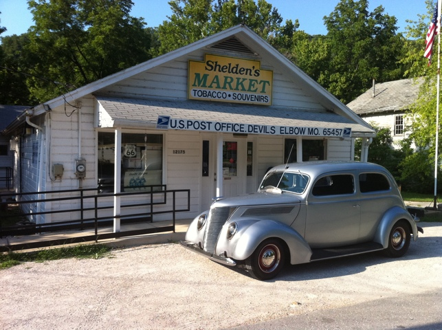 1937 Ford Sedan - Devil's Elbow, MO