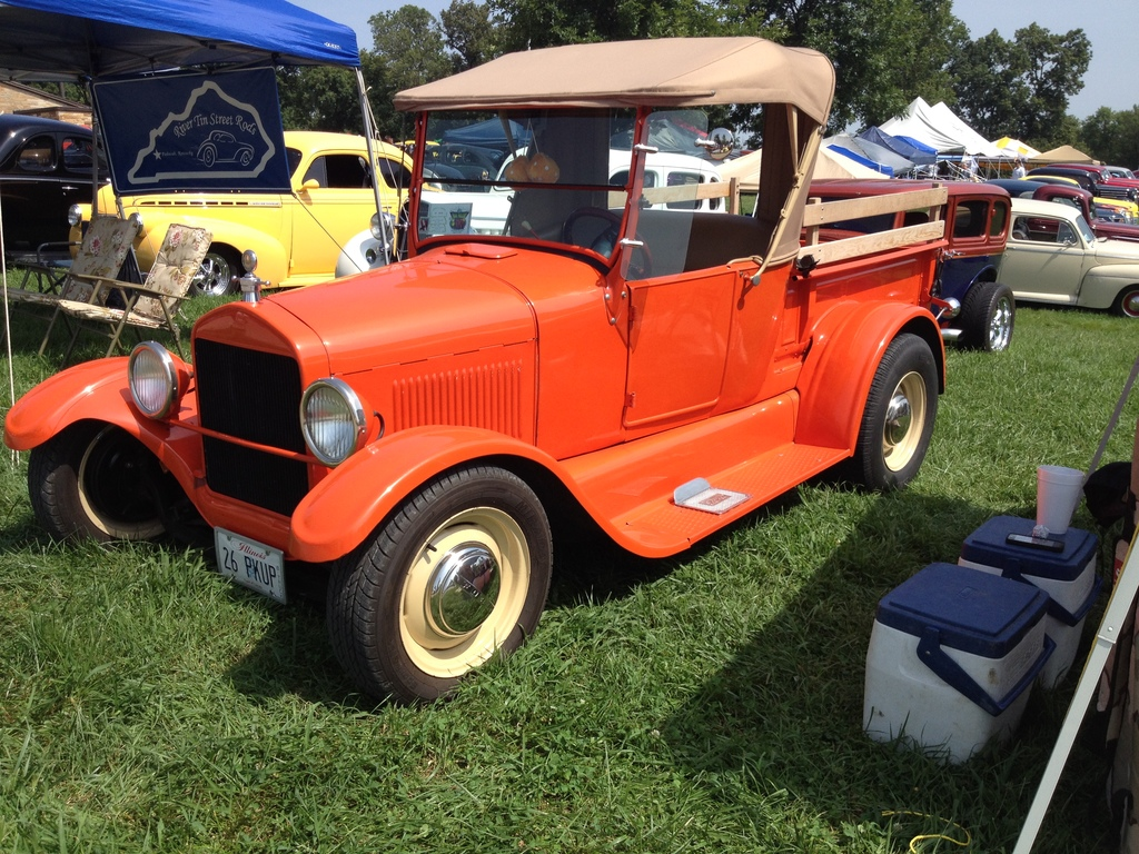 Don Albers built this T roadster pickup several years back.  Still one I dig.