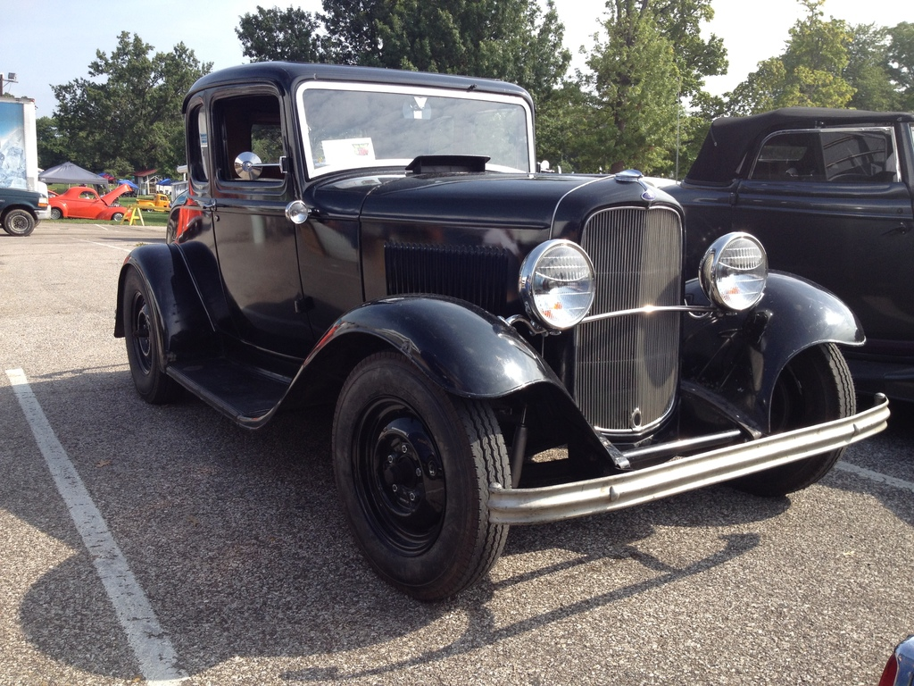 Mike Bauman's super cool '32 5 window.  A dropped axle and it would be perfect.